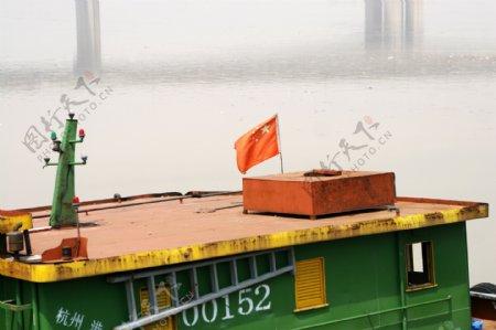 采砂船五星红旗图片