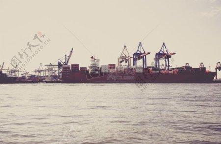 水面上的船舶
