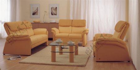 欧洲风格的黄色的沙发和咖啡桌的组合