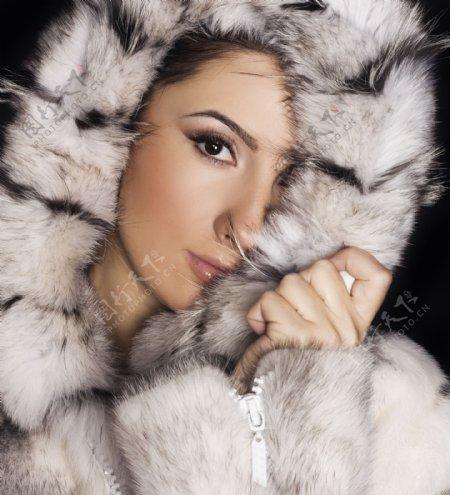 毛皮大衣女人摄影图片