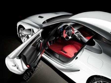 银色豪华轿车图片