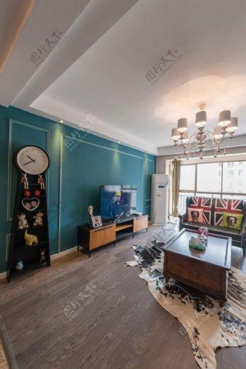 小户型客厅装修湖蓝色背景墙