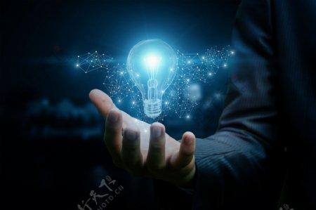 商务人士手持发光灯泡创意合成