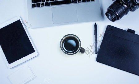 相机咖啡计算机和Ipad的工作