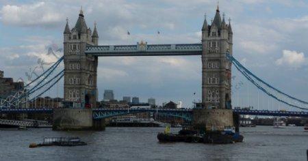 伦敦塔桥具有里程碑意义
