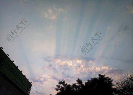 天空晚景傍晚霞光云层美景图