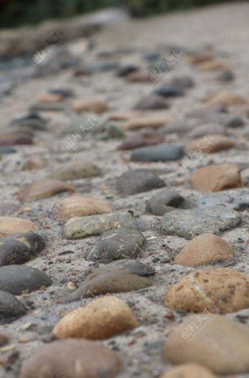 鹅卵石路面图片