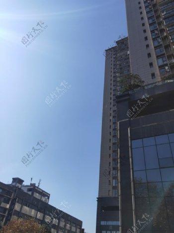 蓝天高楼图片