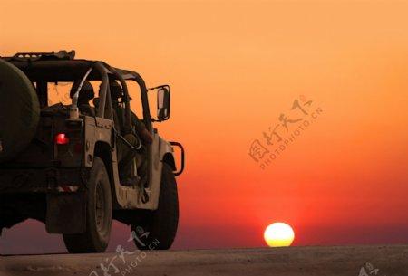 吉普车车辆日落夕阳背景海报素材图片