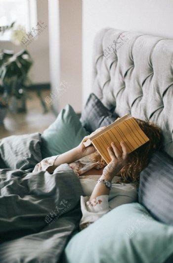 看书女人图片