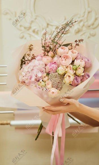 浪漫粉色玫瑰花束拍摄图片