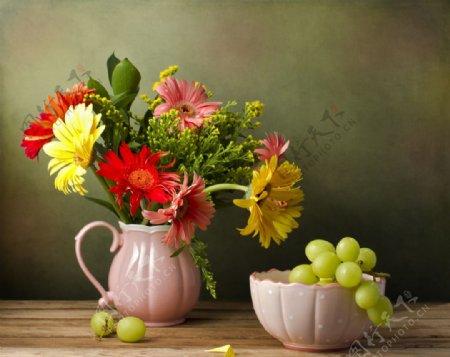 花瓶中的鲜花图片